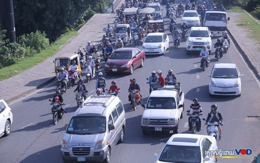 Sar Kheng Declares Emergency After Spike in Traffic Deaths, Injuries