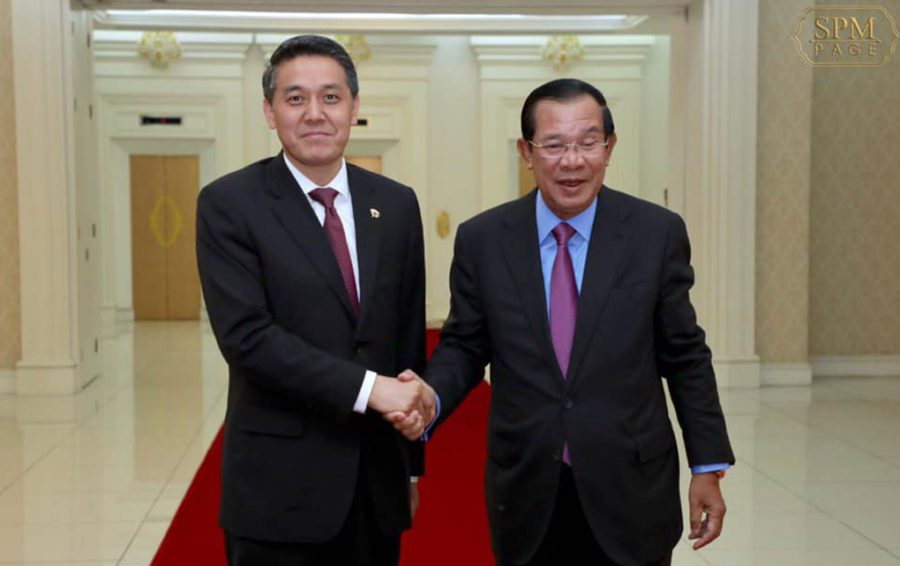 Chinese Officer and Hun Sen