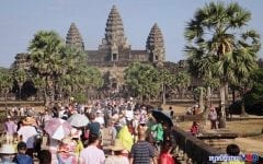 Ministry Considers Illuminating Angkor Temples as Tourist Numbers Drop