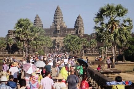 Visitors at Angkor Wat in Siem Reap province (VOD)
