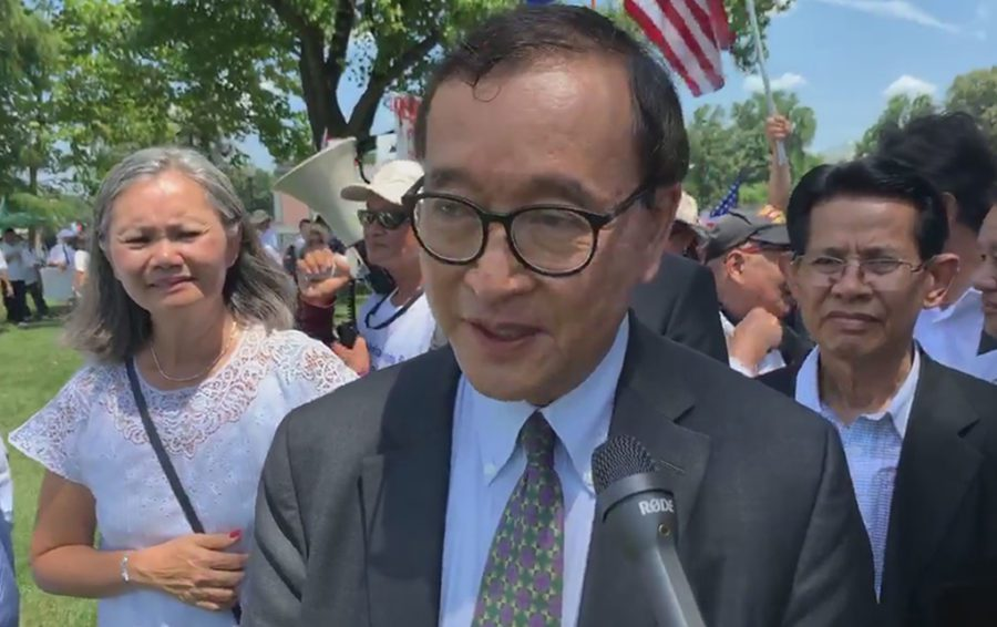 Sam Rainsy and supporters gathered in front of the US's Capitol Hill in Washington, calling for sanctions against the Cambodian government. (Screenshot: The Cambodia Daily)