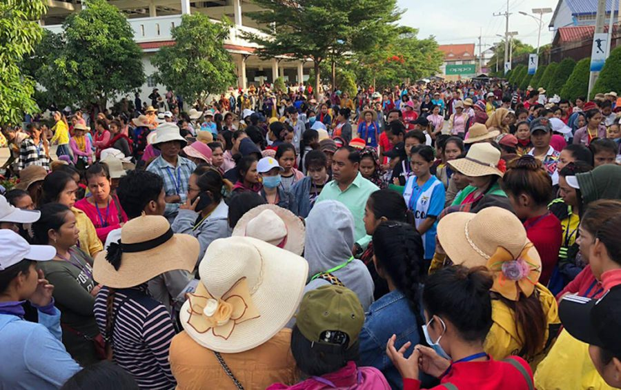Striking workers gather outside the Bowker garment factory in Kandal province on Thursday morning. (Chey Sovann)