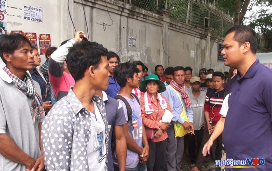 People from seven communities in Tbong Khmum province filed a land dispute resolution petition at the Ministry of Land Management on July 29, 2019. (Hy Chhay)