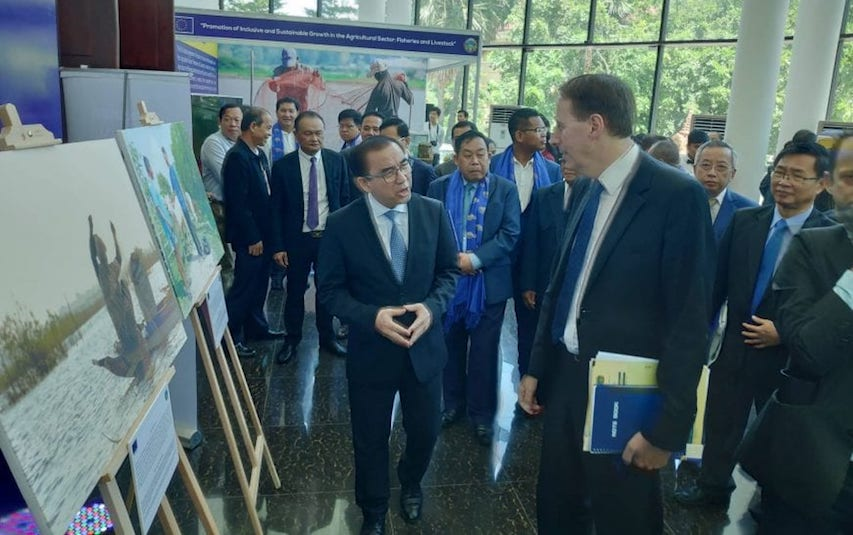 Agriculture Minister Veng Sakhon and EU Ambassador George Edgar talk following a signing ceremony for a 112-million-euro fisheries grant on August 21, 2019 at the Agriculture Ministry in Phnom Penh. (Vann Vichar/VOD)