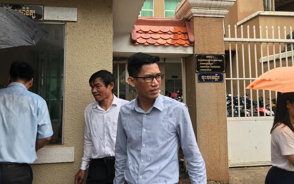 Former Radio Free Asia journalists Uon Chhin (left) and Yeang Sothearin (right) exit the Phnom Penh Municipal Court after their verdict announcement was delayed on August 30, 2019. (Ouch Sony/VOD)
