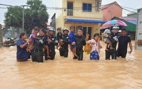 Military police officers evacuate flooded residents in Preah Sihanouk province on August 9, 2019. (Military Police)