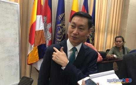 Electricite du Cambodge director-general Keo Rattanak speaks to reporters at the Council of Ministers building in Phnom Penh on August 8, 2019. (VOD)