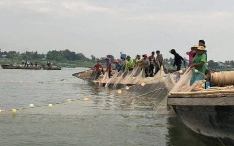 Fishers cast nets in Kandal province, on January 17, 2019 (Fisheries Administration)