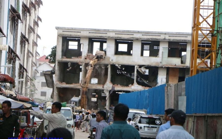 A building in the Borei Keila neighborhood, in Phnom Penh's Prampi Makara district, is demolished on September 16, 2019. (Cambodian Center for Human Rights)