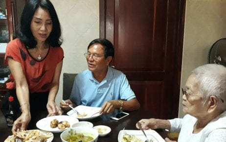 Kem Sokha (center), with his wife Te Chanmono (left) and his mother Sao Nget, at his Phnom Penh home the day after he was released from Correctional Center 3 prison in September 2018. (Chhea Bunnarith)