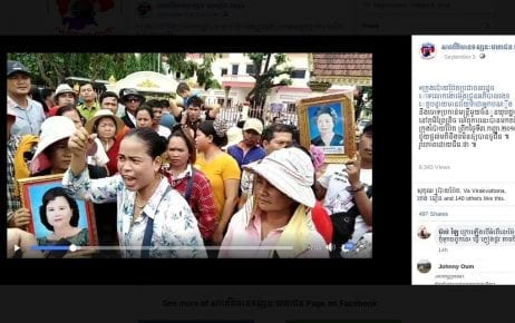 Villagers' representatives protest in front of Poipet City Hall on September 3, 2019, in a video published on Facebook by Sarpormean Toesanak Mohachun (Public Opinion News)