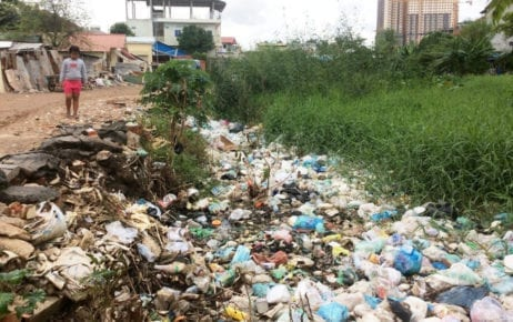 Trash amasses on a canal in Tuol Sangkae commune in Phnom Penh's Russei Keo district, on September 18, 2019. (Chhorn Sopheap)