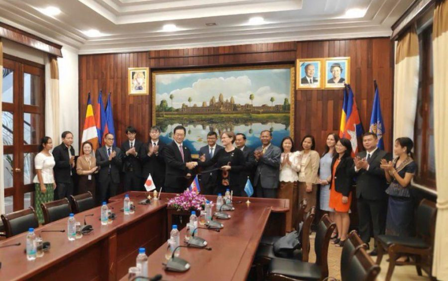 Japanese Ambassador Mikami Masahiro and UN World Food Programme country director Francesca Erdelmann shake hands at a ceremony at the Education Ministry in Phnom Penh on October 17, 2019. (Vann Vichar/VOD)