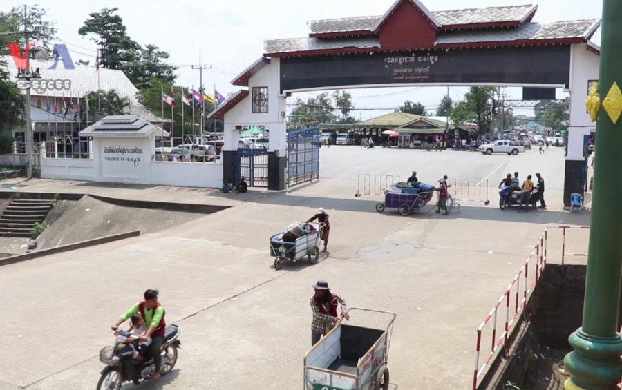 A border checkpoint in Battambang province. (David Boyle, Khan Sokummono and Say Mony/VOA Khmer/Public Domain)