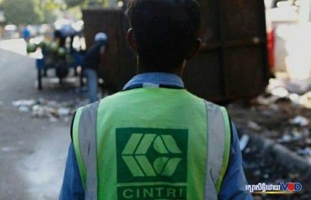 A Cintri worker in Phnom Penh (VOD file photo)