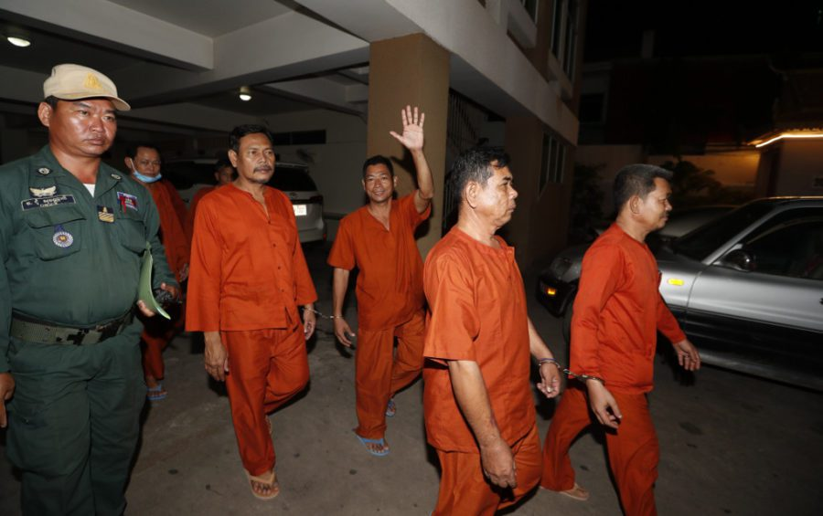 CNRP supporters set to be released on bail exit the Phnom Penh Municipal Court on November 14, 2019 (Panha Chhorpoan/VOD)