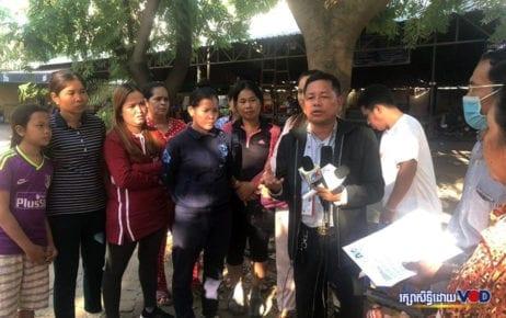 Food-and-drink vendors at Bun Rany Hun Sen Phsar Doeum Thkov High School in Phnom Penh speak to reporters on December 11, 2019. (Khut Sokun/VOD)