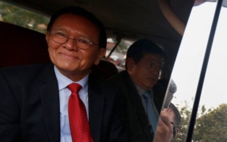 Kem Sokha leaves the Phnom Penh Muncipal Court in a vehicle on January 15, 2020 (Panha Chorpoan/VOD)