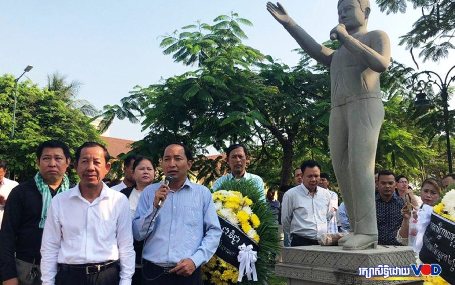 Ath Thorn speaks at the 16th anniversary of labor leader Chea Vichea's murder, in Phnom Penh on January 22, 2020. (Hy Chhay/VOD)