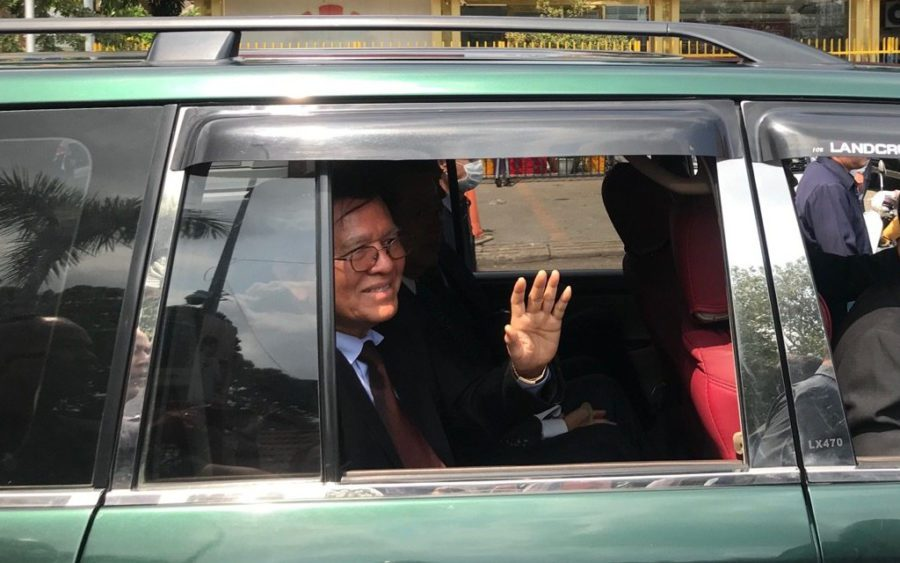 Kem Sokha leaves the Phnom Penh Municipal Court on January 30, 2020. (Ouch Sony/VOD)