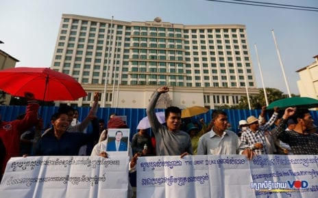 The Great Duke's employees protest in front of the hotel on January 20, 2020. (Panha Chhorpoan)