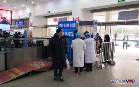 Chinese health officials check people for symptoms of novel coronavirus in Wuhan, China, on January 25, 2020. (Supplied by Cambodian students in Wuhan)