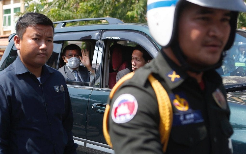 CNRP president Kem Sokha leaves the Phnom Penh Muncipal Court on February 5, 2020 (Panha Chorpoan/VOD)