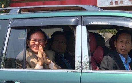Opposition leader Kem Sokha leaves the Phnom Pen Muncipal Court on February 27, 2020 (Ouch Sony/VOD)