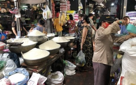 People wear facial masks in Phnom Penh's Boeng Keng Kang market on March 8, 2020 (Matt Surrusco/VOD)