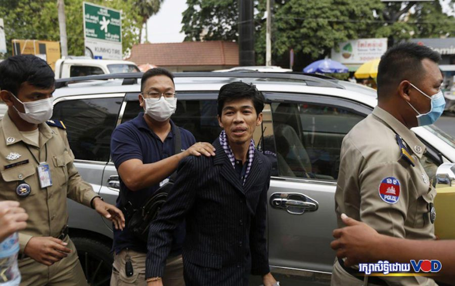 Sovann Rithy, editor of the TVFB news site, outside the Phnom Penh Municipal Court on April 8, 2020. (VOD)