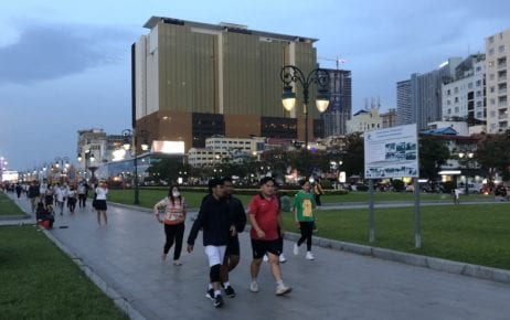 People walking in a plaza in central Phnom Penh on April 26, 2020 (Matt Surrusco/VOD)