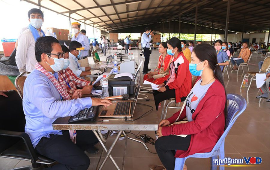 Workers who had missed work over the Khmer New Year holiday attend a health clinic in the Phnom Penh Special Economic Zone on April 20, 2020. (Chorn Chanren/VOD)