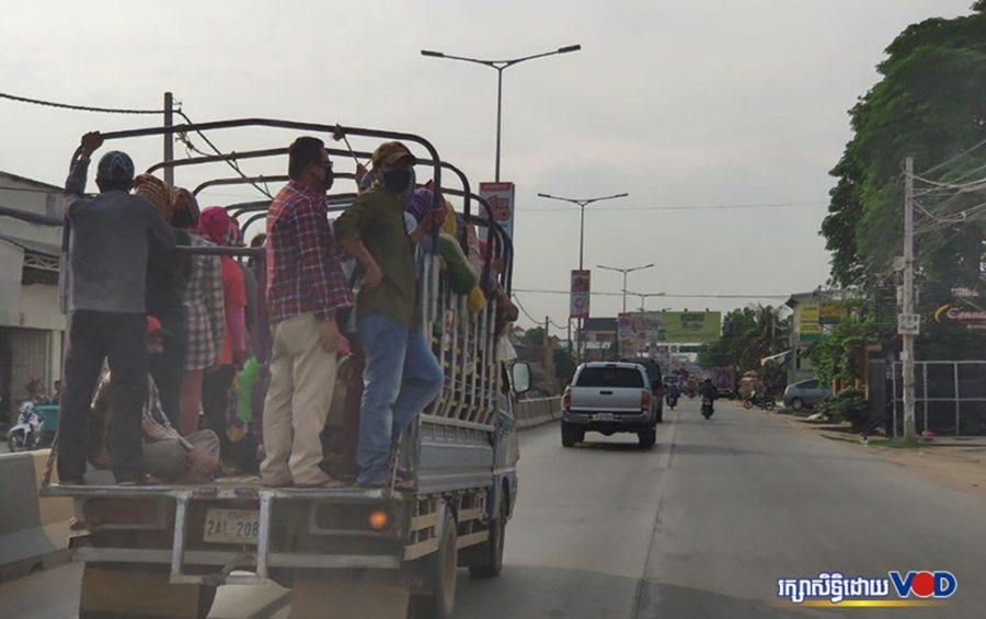 Workers travel by truck from a factory along National Road 5 in Phnom Penh's Russei Keo District on April 22, 2020. (So Chey Oudom/VOD)