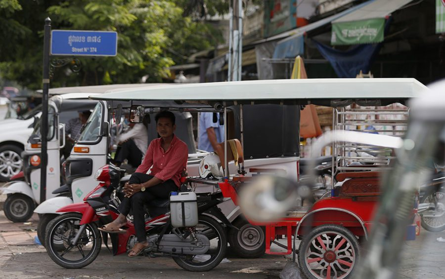 A driver sits in his tuk-tuk, awaiting clients at Deumkor market in Phnom Penh on April 23, 2020. (Panha Chorpoan/VOD)