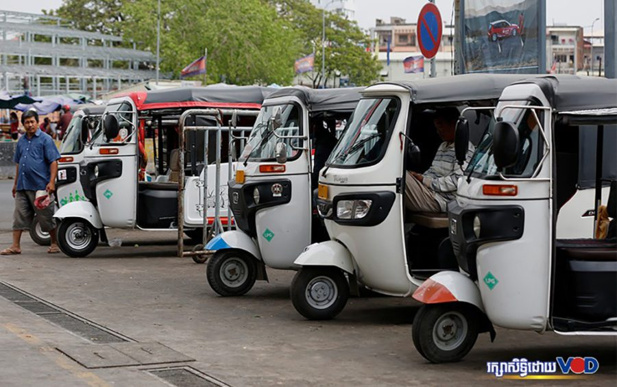 LPG-powered tuk-tuks sit parked in a line, with drivers awaiting customers in Phnom Penh on April 23, 2020. (Panha Chorpoan/VOD)