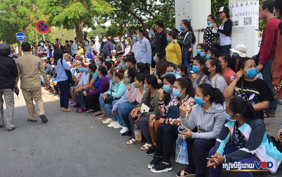 NagaWorld employees gather at the Labor Ministry in Phnom Penh, calling for financial support during work suspensions on June 16, 2020. (Khan Leakhena/VOD)