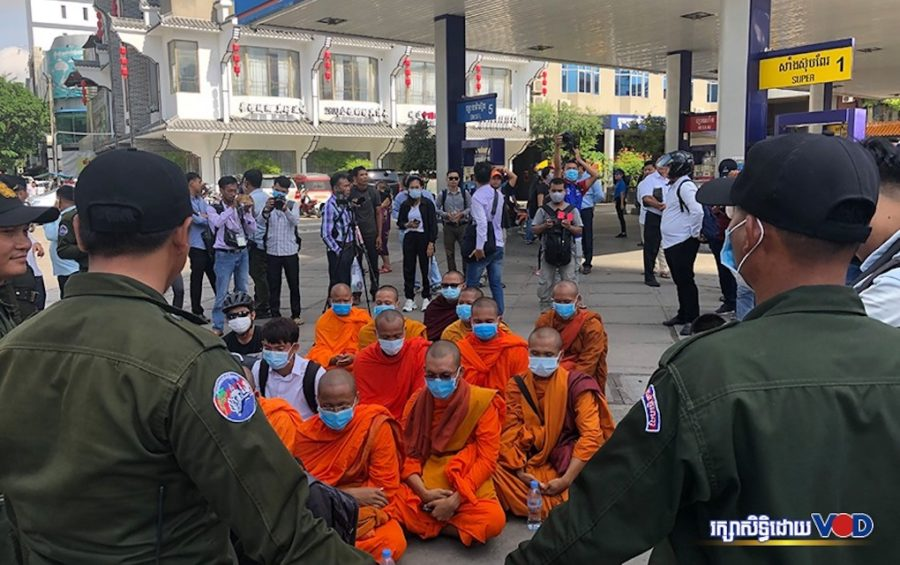 Youth activists and monks sit and chant in a memorial ceremony on July 8, 2020 near the Caltex gas station in Phnom Penh where political analyst Kem Ley was murdered four years ago. (Chorn Chanren/VOD)