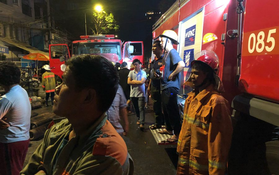 Authorities and observers gather at the site of an explosion in Phnom Penh on July 18, 2020 (Matt Surrusco/VOD)
