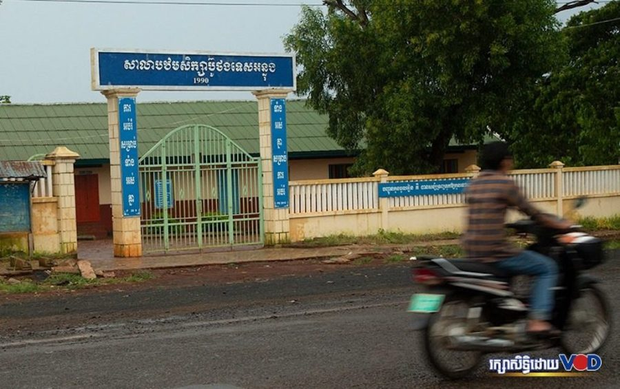 A man rides a motorbike in front of Buthong Tes Anlong Primary School in Ratanakiri province on September 20, 2019. (Heng Vichet/VOD)