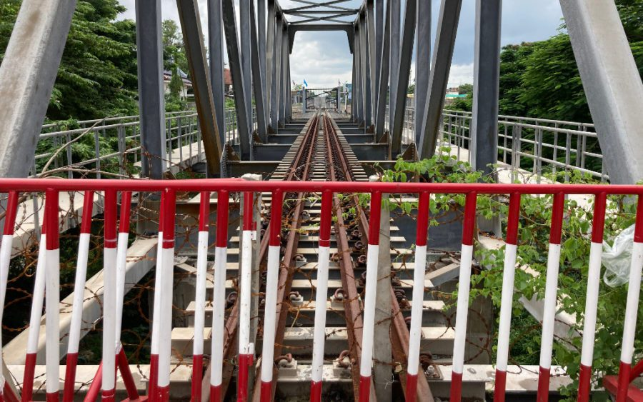 Barbed wire has been wrapped around a gate closing off trains tracks crossing Poipet's international border with Thailand. (Ananth Baliga/VOD)