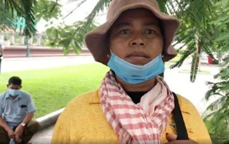 Land disputant Phorn Sokhum speaks to a reporter near Prime Minister Hun Sen's residence in Phnom Penh on October 8, 2020. (Mech Dara/VOD)