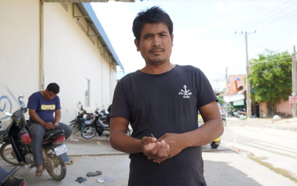 Striking Cintri worker Kev Run, 40, at the company's garage in Phnom Penh on October 8, 2020 (Tran Techseng/VOD)