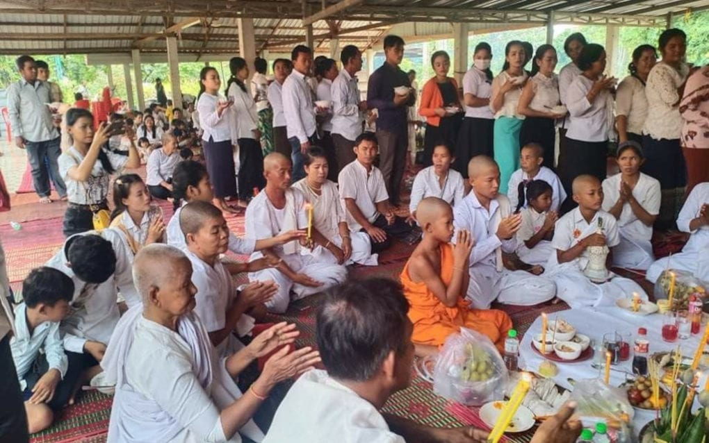 Attendees pray at the funeral of Suos Samphors. (Supplied)