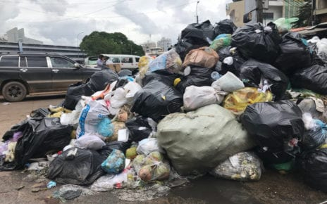 Garbage piles up in Phnom Penh on the corner of Monireth Blvd and St 374 on October 7, 2020. (Ouch Sony/VOD)