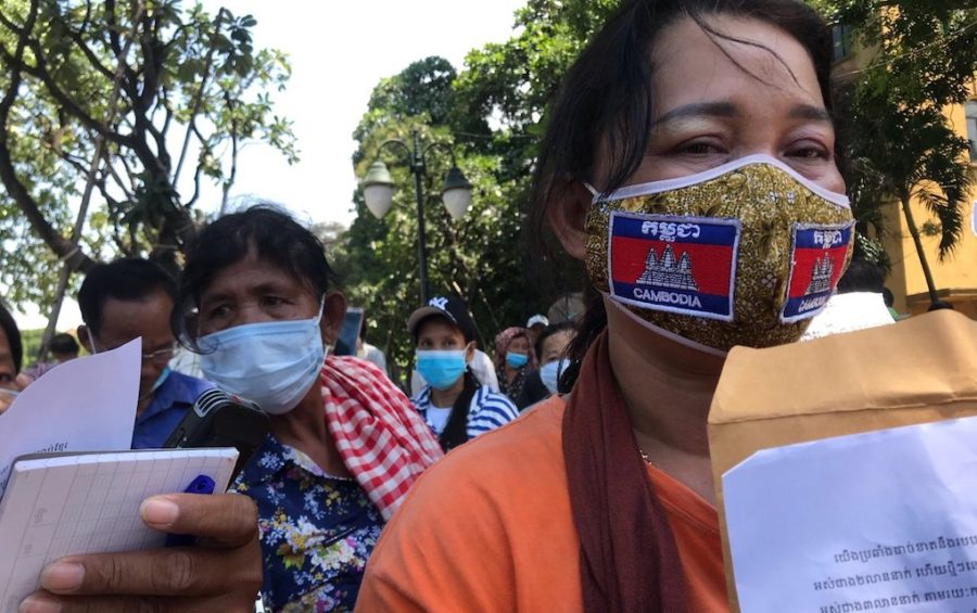 Demonstrator Hong An rallies outside the French Embassy in Phnom Penh on October 23, 2020 (Mech Dara/VOD)