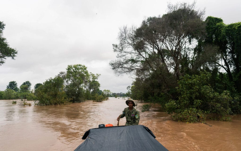 A ranger for Stung Treng province's Ramsar protected area steers a boat through the Mekong River's flooded forests on August 13, 2020. (Enric Català/VOD)