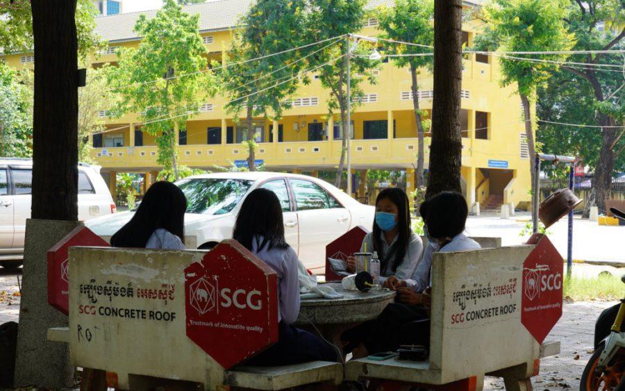 Students at Phnom Penh's Chea Sim Boeng Keng Kang High School on November 9, 2020. (Tran Techseng/VOD)