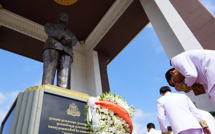 A statue of late King Norodom Sihanouk in Phnom Penh, in 2019. (Tran Techseng/VOD)