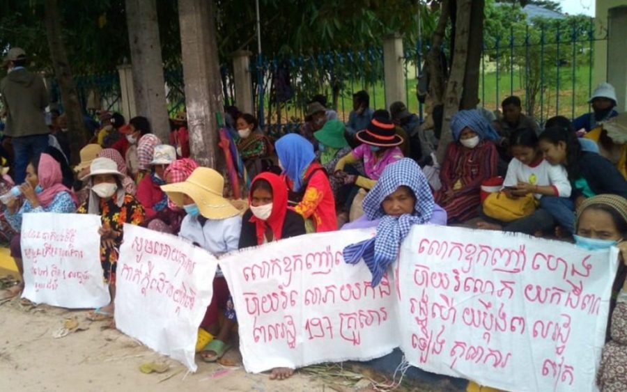 Land protesters in a dispute with the Heng Huy sugar plantation in Koh Kong province gather outside the provincial court on November 12, 2020. (Supplied)