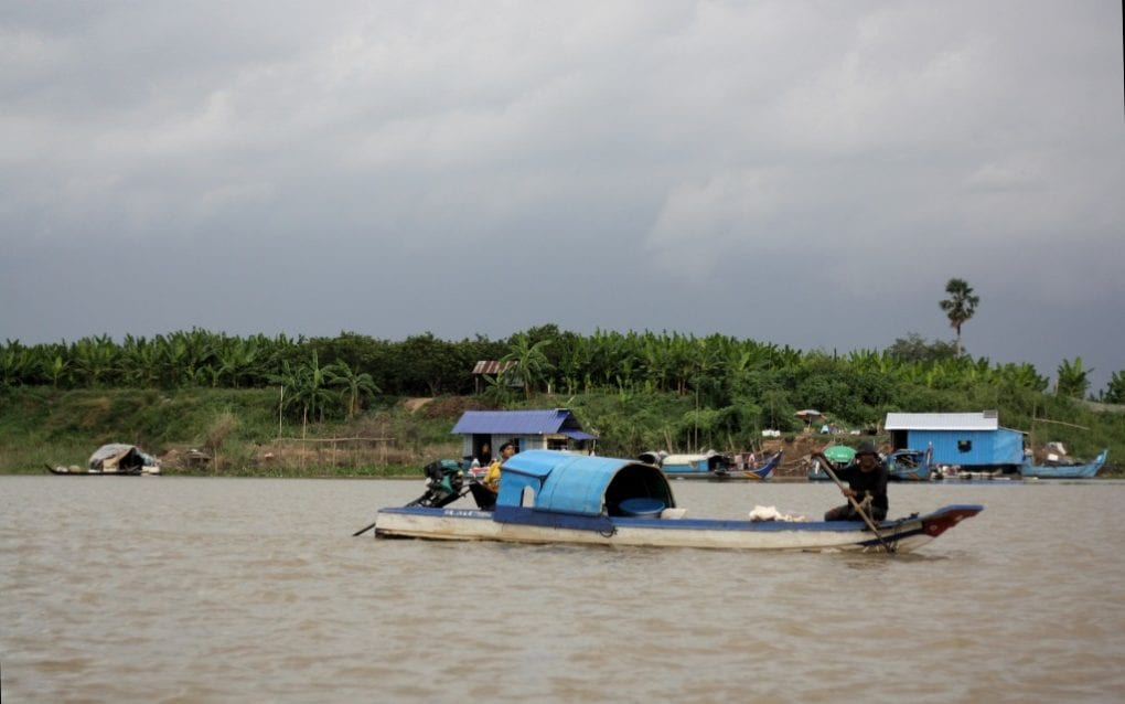 Cham fishers on the river outside Setbo commune, in Kandal province's Takhmao city, on November 20, 2020. (Michael Dickison/VOD)